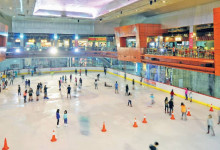 Mall BINTARO X CHANGE 3 dinding_kaca_ice_skating